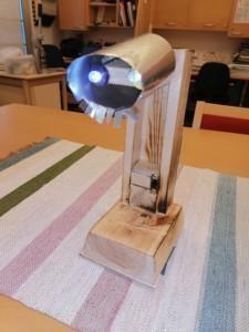 Veeti Olsion tekemä yövalo, jossa on kaksi led-lamppua.